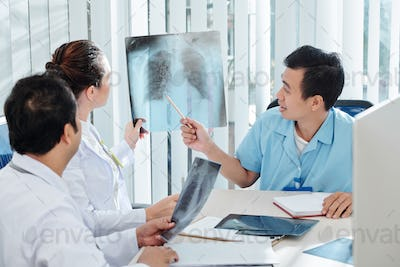 Medical specialists discussing x-ray