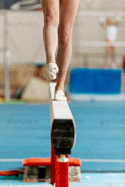 girl gymnast point your toes