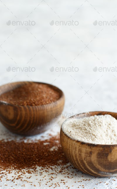 Teff flour and teff grain  in bowls