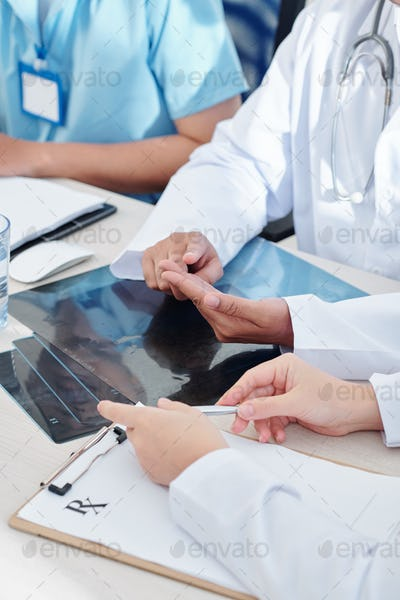 Medical workers discussing epidemic situation