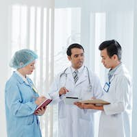 Doctor talking to colleagues