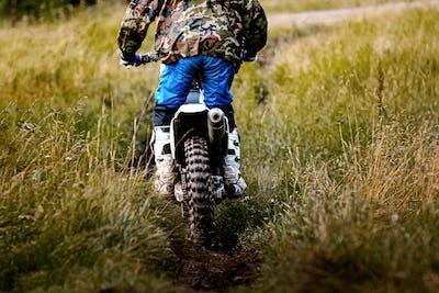 back driver on motorcycle enduro