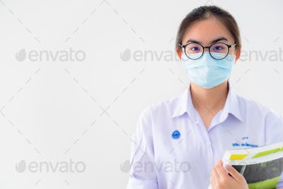 Student wears mask to protect virus