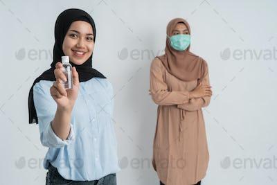 muslim woman keep their distance