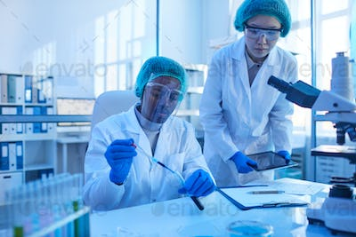 Scientists working in team at the lab