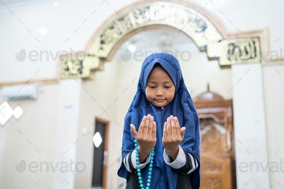 girl pray to god with