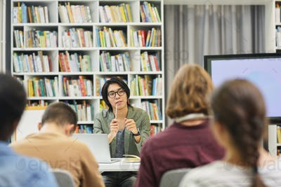 Seminar for students in the library