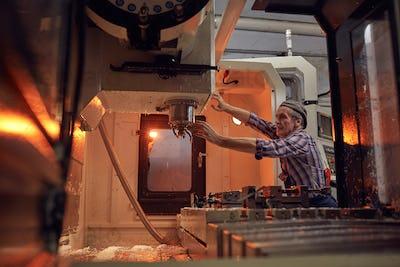 Operator controlling the work of machine