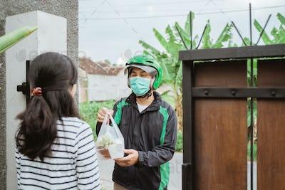 delivery man wear face masks during delivering food