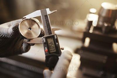 Measuring the metal detail