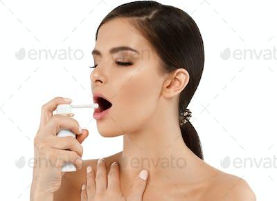 Throat pain spray woman with sick breath