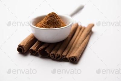 Powder and sticks of cinnamon or Dalchini
