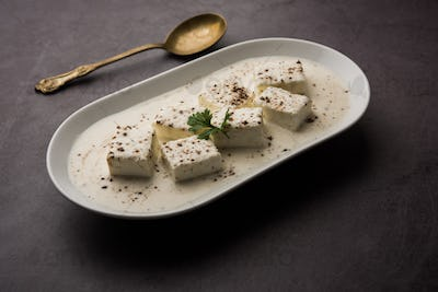 Indian style Cottage cheese black pepper curry in Cream