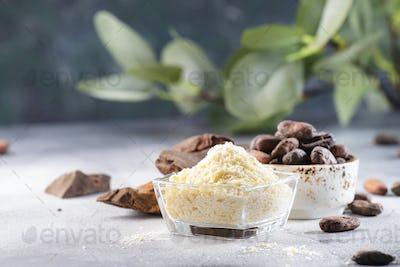 Organic cocoa butter, cocoa beans, grated cocoa lump