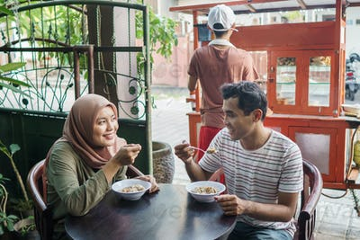 people buy bakso from street food vendor