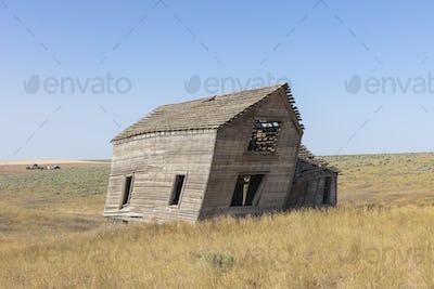 Abandoned farmhouse in vast grassland, Whitman County, Palouse, Washington, USA.