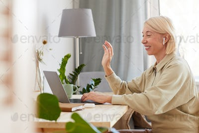 Woman has online conversation