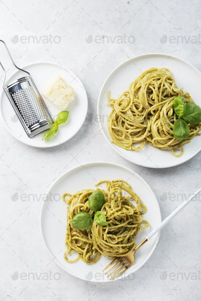 spaghetti with pesto sause