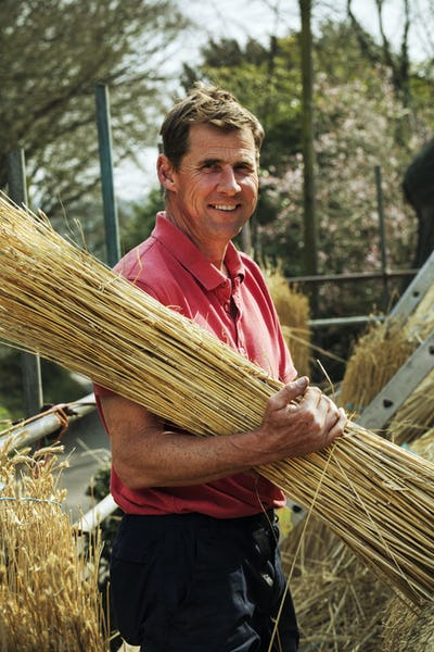 Thatcher carrying a yelm of straw.