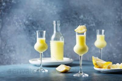 Italian liquor with lemons and cream