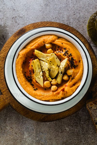 Delicious vegan hummus with sweet potato and canned artichokes.