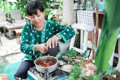 women make herbal medicines make traditional Javanese herbal