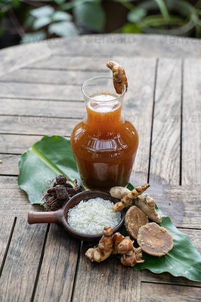 Fresh herbal drinks are packaged in glass bottles