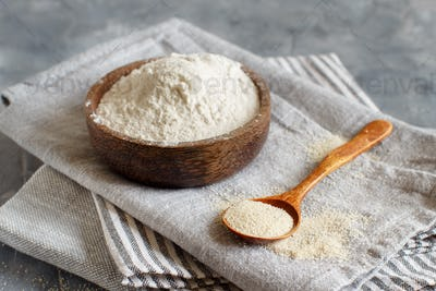 Bowl of Raw fonio flour and a spoon of fonio seeds