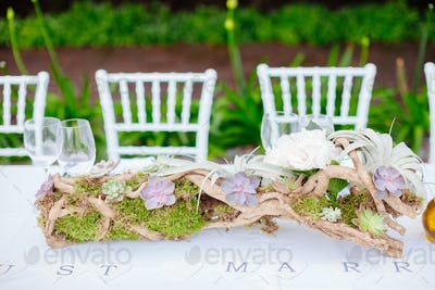 wedding table coverage with flowers decoration