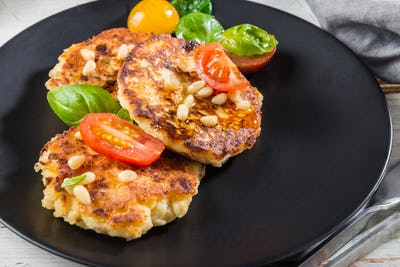 Ricotta pancakes with spinach, tomatoes, basil and pine nuts sal