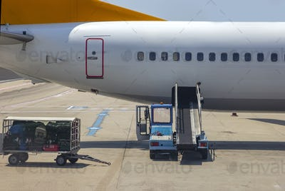 unloading luggage