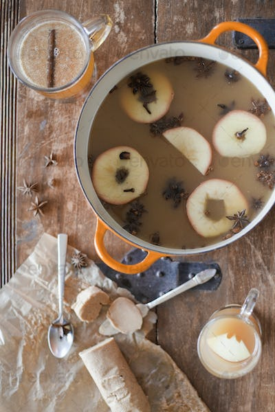 Large cooking pan with double handles, Sliced cored apples, cloves and star anise with cinnamon