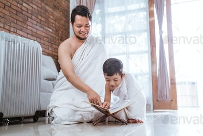 muslim father read quran with his son