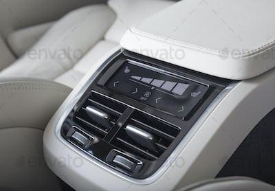 back seats ventilation deck