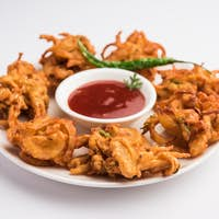 Crispy Onion Fritters or pakora known as Pyaj Pakoda or Kanda bhaji / Bhajji / bajji