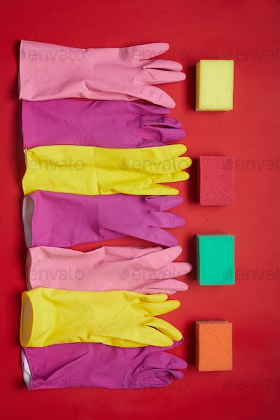 Rubber gloves and sponges for housework