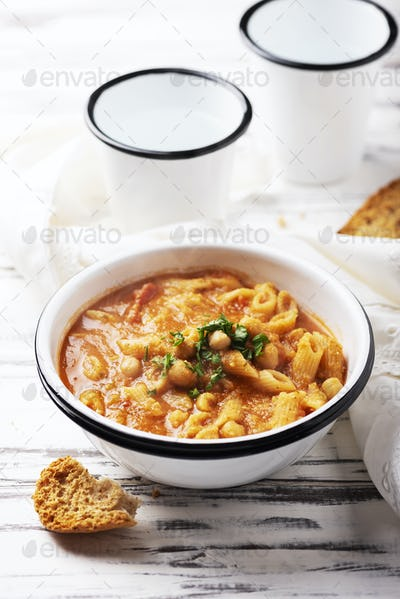 Traditional italian dish «pasta e ceci»