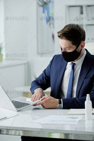 Disinfecting laptop with wet napkin