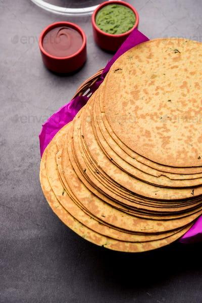GujaratiKhakrais a crunchy snack made from whole wheat flour served with tea