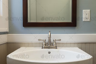 53995,Sink and mirror in bathroom