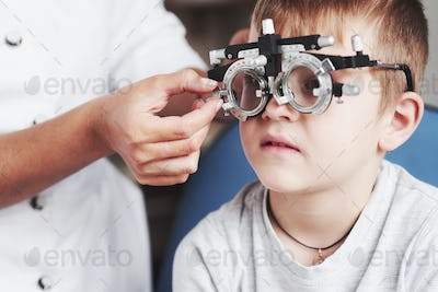 Please concentrate. Child sitting in the doctor's cabinet and have tested his visual acuity