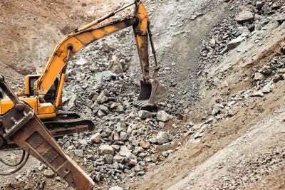 Hydraulic crusher, track type excavator backhoe machinery working