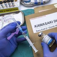 Nurse injects methylprednisolone to treat Sars-CoV-2-related Kawasaki disease