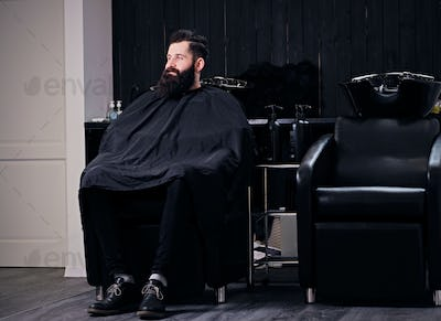 Bearded male befor hair wash.
