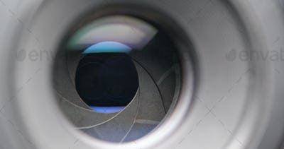 Camera lens with changing aperture