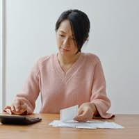 Woman calculate the expenditure for daily use