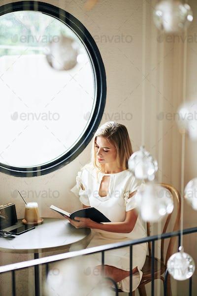Woman reading in coffeeshop