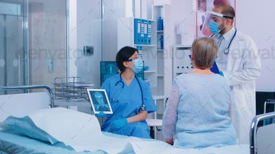 Nurse in mask explaining diagnostic