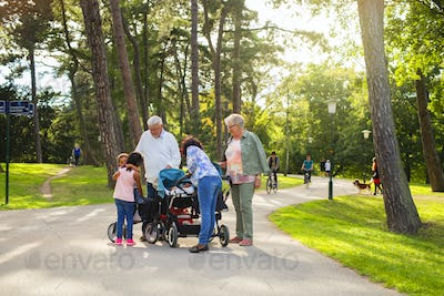 Family with children (6-11 months, 2-3, 6-7) in park