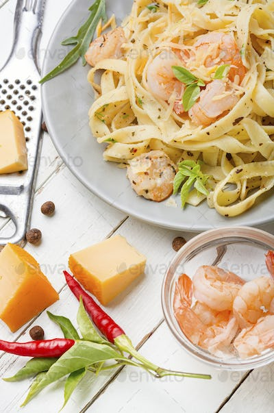 Fettuccine pasta with shrimp